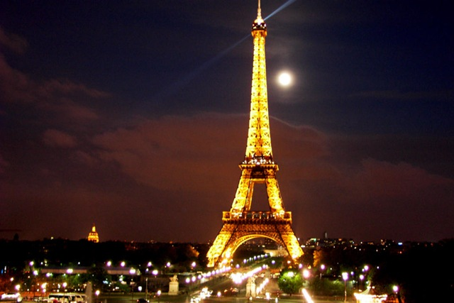 http://www.frenchadventures.com/assets/images/601.Eiffel_Tower.jpg
